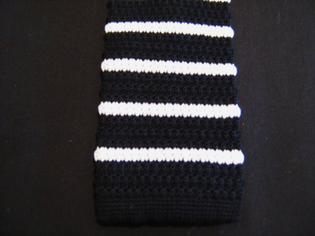 Black/white striped knitted tie