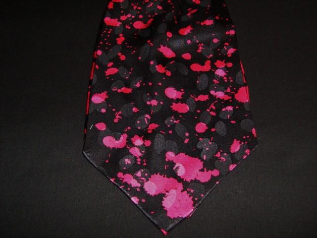 Black/magenta silk cravat