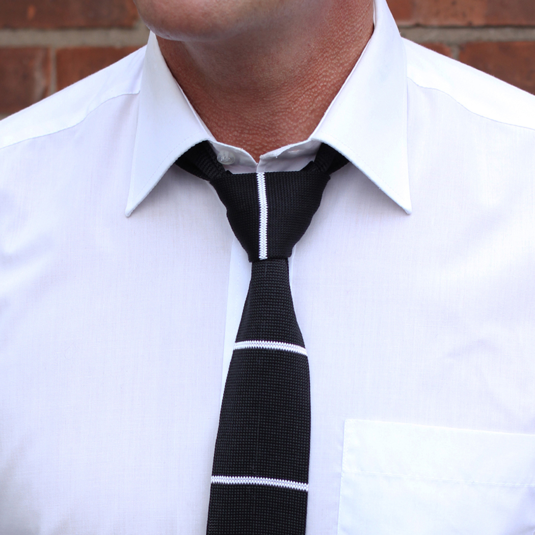 Black/white stripes knitted tie