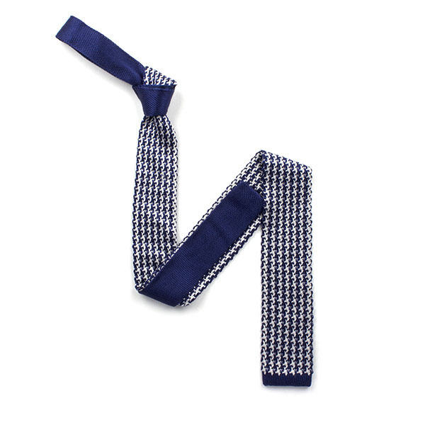 Navy/white patterned silk knitted tie