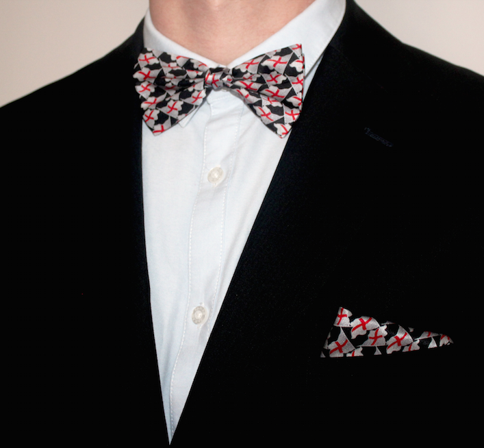 ENGLAND SILK BOW WITH MATCHING POCKET SQUARE